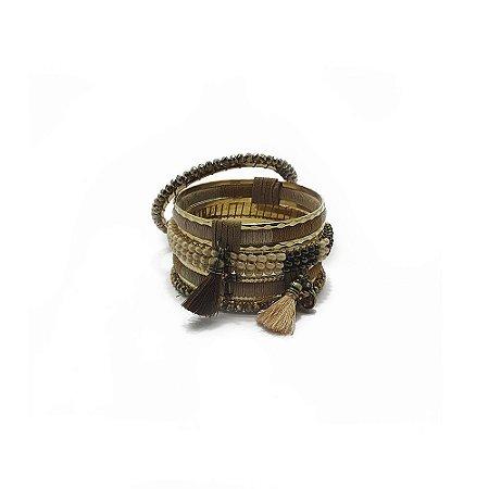 Kit com 5 pulseiras bege e dourado