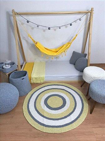Tapete Infantil Crochê Cores Amarelo Branco e Cinza