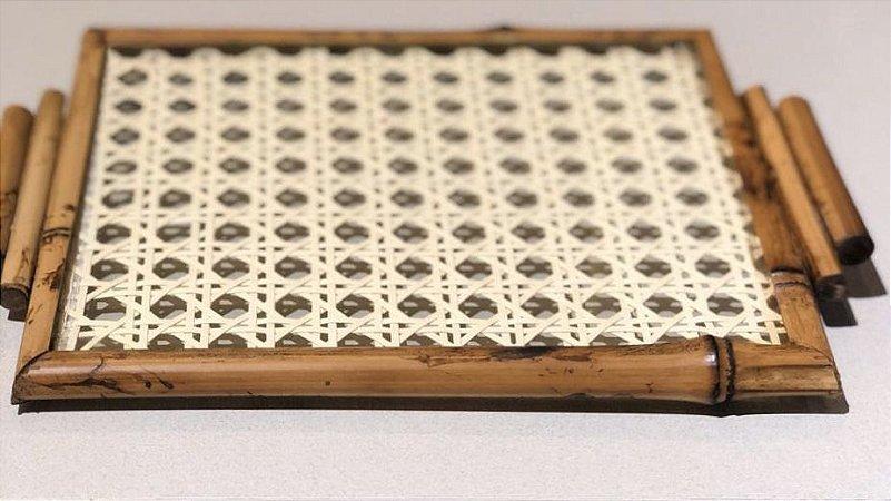 Bandeja quadrada bambu  fundo palha natural com alça