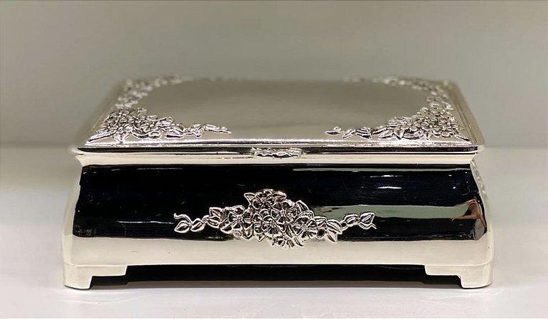 Caixa retangular em prata