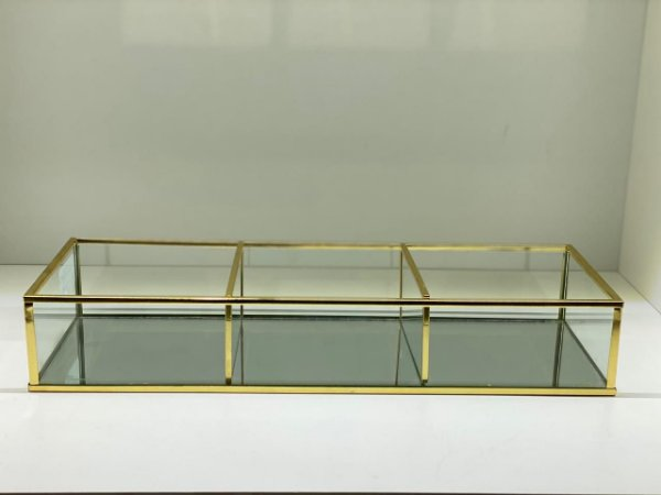 Porta objetos de vidro com metal dourado