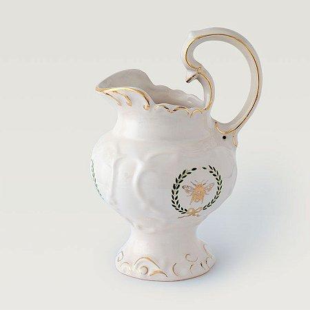 Jarra em Cerâmica com detalhes em ouro.
