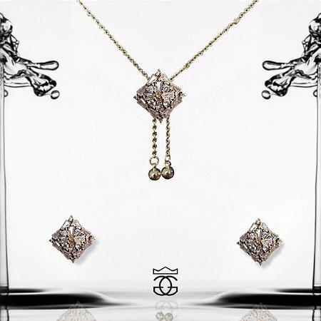 Conjunto colar autoajustável e brincos com pingente cravejados em zircônias banhado em ouro 18k