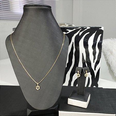 Conjunto colar e brincos com pingente cravejados com pequenas zircônias banhado em ouro 18k