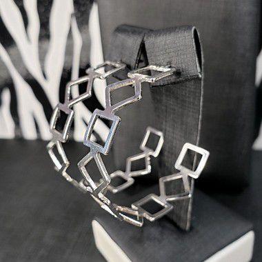 Brinco de argola formas geométricas banhado em ródio branco