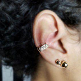 Piercing de pressão cravejado com zirconias e banhado em ouro 18k