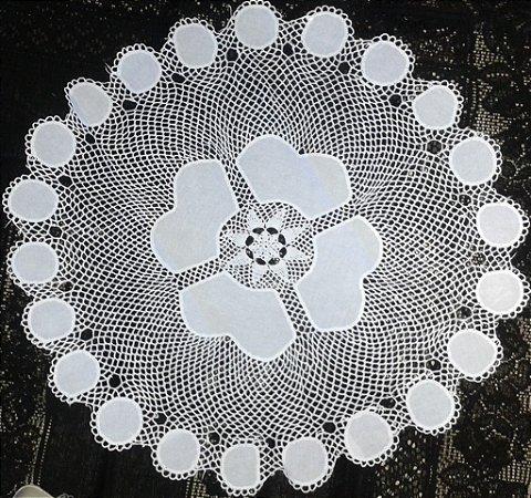 Centro de Mesa em Crochê com Tecido