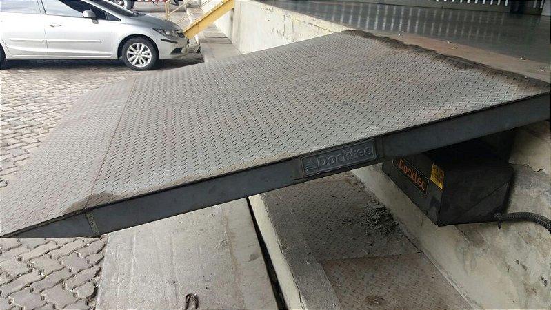 Plataforma elevatória Mod. NFH 9000 marca Docktec
