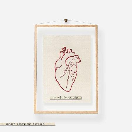 Quadro Moldura Acrilico Duplo Bordado -  Coração - Eu gosto dos que ardem