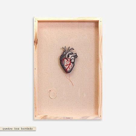 Quadro Box Bordado Naturale - Coração