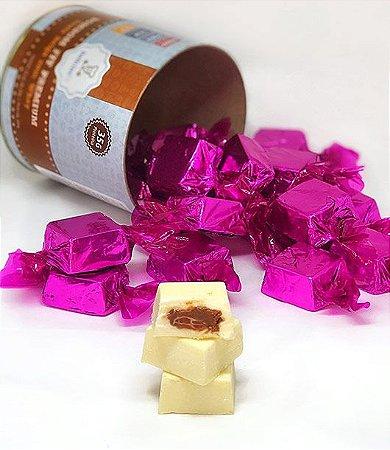 "Bombom Fit Chocolate Branco com recheio ""tipo Nutella"" 200g (lata com 10 unidades)"