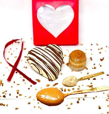 Coração de Chocolate Branco Fit Zero recheado com Doce de Amendoim e Whey 200g
