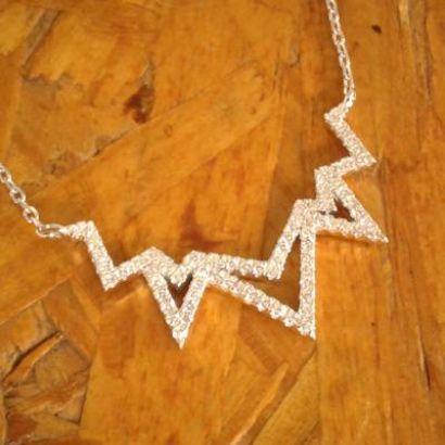 colar triangulos