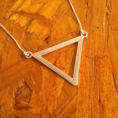 Colar Triangulo Prateado