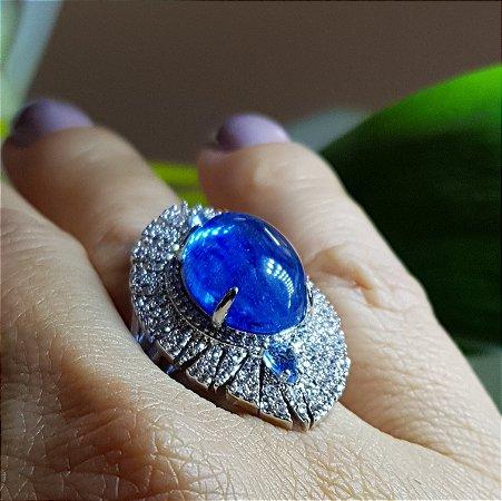 Anel com cabochão azul e zircônias, tamanho 16.