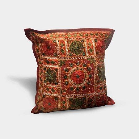 Capa de almofada com bordado indiano vermelho