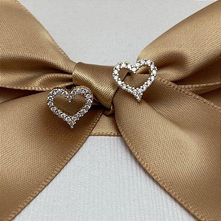 Brinco Coração Cravejado Vazado Semijoia Ouro