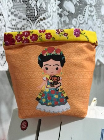 Cachepo Frida com Macaquinho