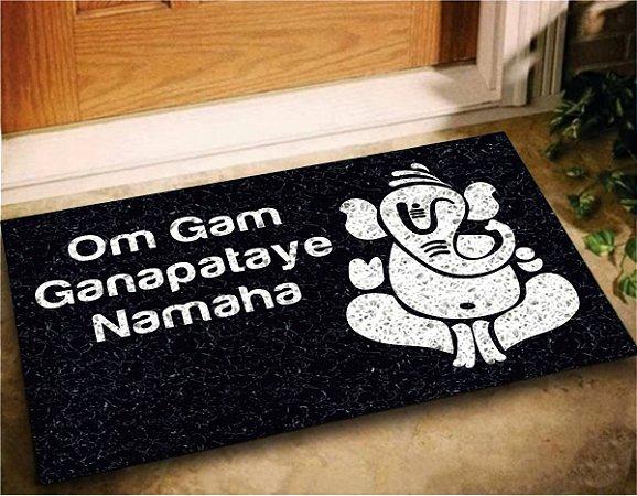 Tapete Capacho Decorativo Ganesha Ganapataye Mantra 60x40