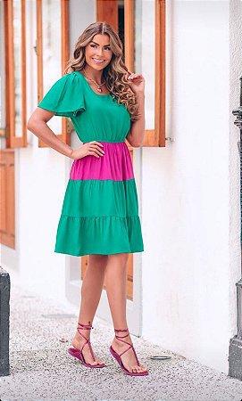 Vestido de viscolinho bicolor. Na cor verde e Pink.  Modelo manga princesa Midi.