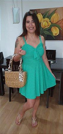 Vestido em malha lese de alça com amarração frontal. Na cor verde