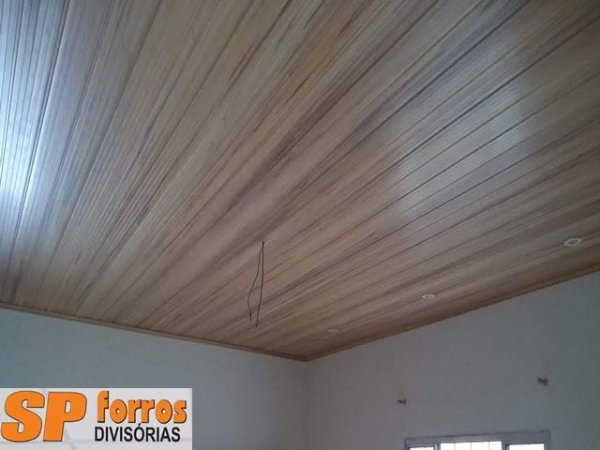 Forro de PVC  INSTALADO Cerejeira Frisado - Instalação Mínima 20m²