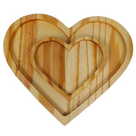 Conjunto prato e pires de coração em madeira pinus - 4 pratos e 4 pires