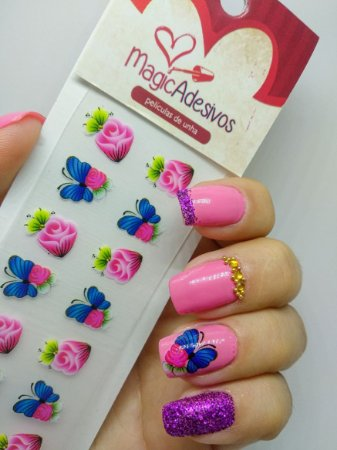 flores com borboletas 3D