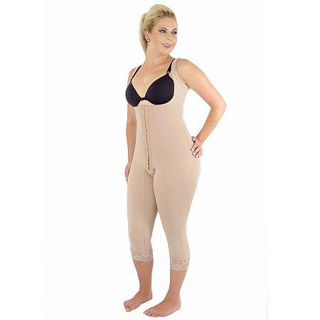 Modelador EMANA® s/ busto, pernas abaixo do joelho, abertura frontal e alça com regulagem.