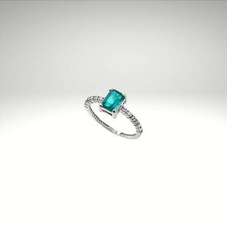 Anel com Esmeralda Octogonal e Diamantes