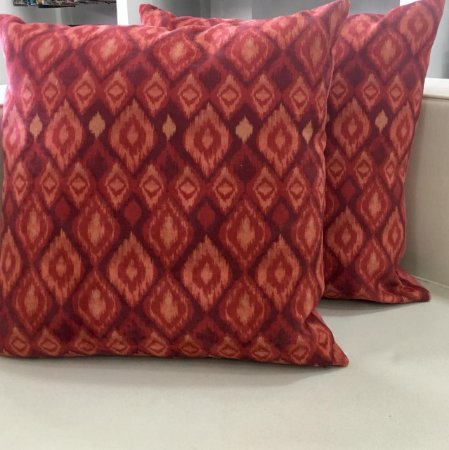 Almofada vermelha estampada - 50X50