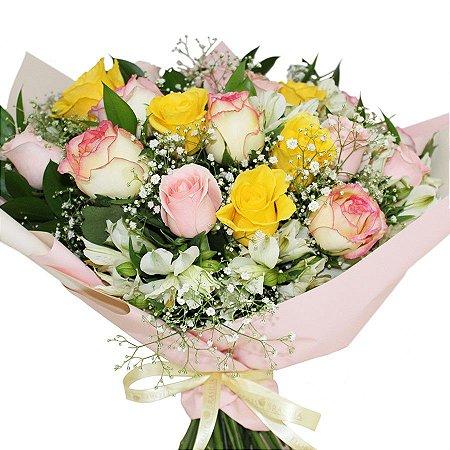 Buquê de Rosas Coloridas e Astromélias Brancas