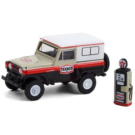 1967 Nissan Patrol Texaco with Vintage Texaco Gas Pump - The Hobby Shop 10 - Greenlight
