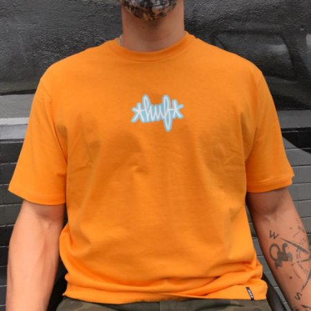 Camiseta Huf Landmark Logo Laranja