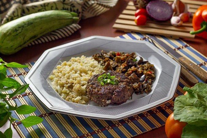 Hambúrguer de Carne, Arroz de Couve Flor e Escabeche de Berinjela - 300g   LOW CARB