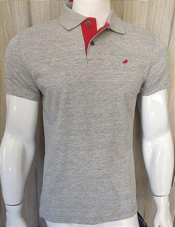 Camisa Polo Cinza com Gola Vermelha Enfim