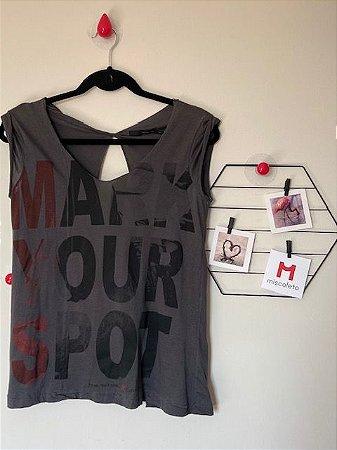 T-Shirt Calvin Klein com Abertura nas Costas