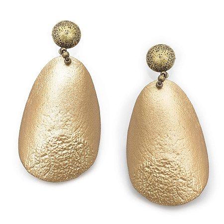 Brinco dourado de escamas de pirarucu