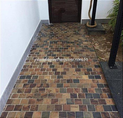 Pedra Ferro 10x10 no piso m²