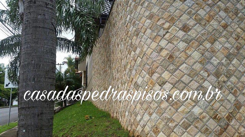 Pedra Madeira amarela de Pádua almofadada 11,5x11,5
