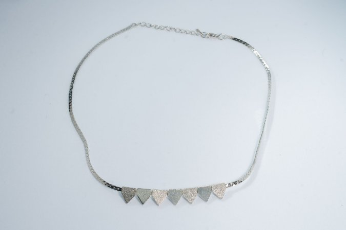 Colar triangulo prata