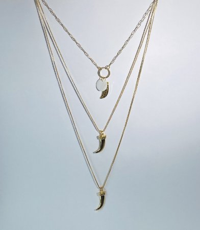 Colar dourado 3 fios - Madreperola e dente de tigre