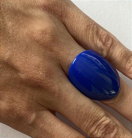 Anel em resina azul bic