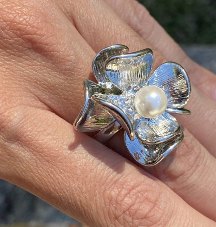 Anel flor prata pérola central