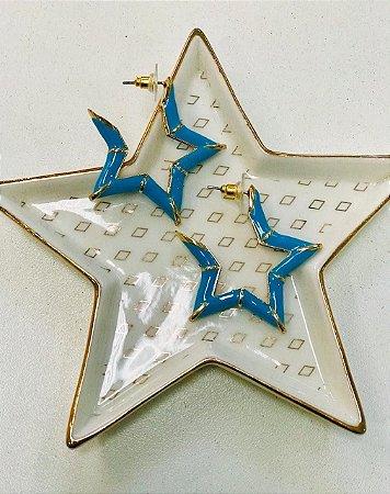 Brinco estrela resina azul