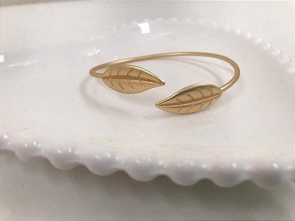 Bracelete dourado fosco detalhe folhas