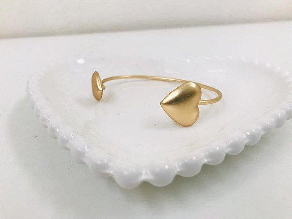 Bracelete dourado fosco detalhe coração