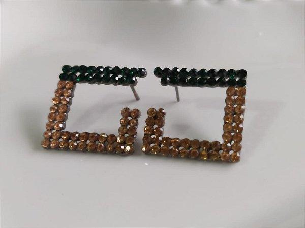 Brinco quadrado strass dourado com verde