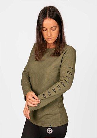 Blusa manga longa verde com estampa na manga