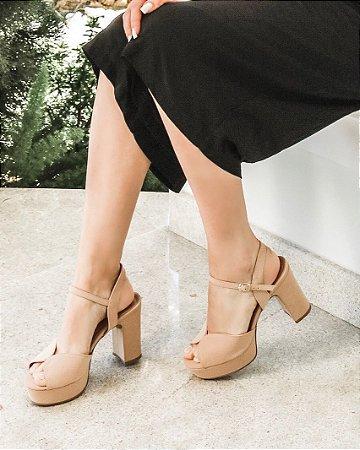 Sandália Salto Médio Cabedal em X - Amêndoa Camurça Silki